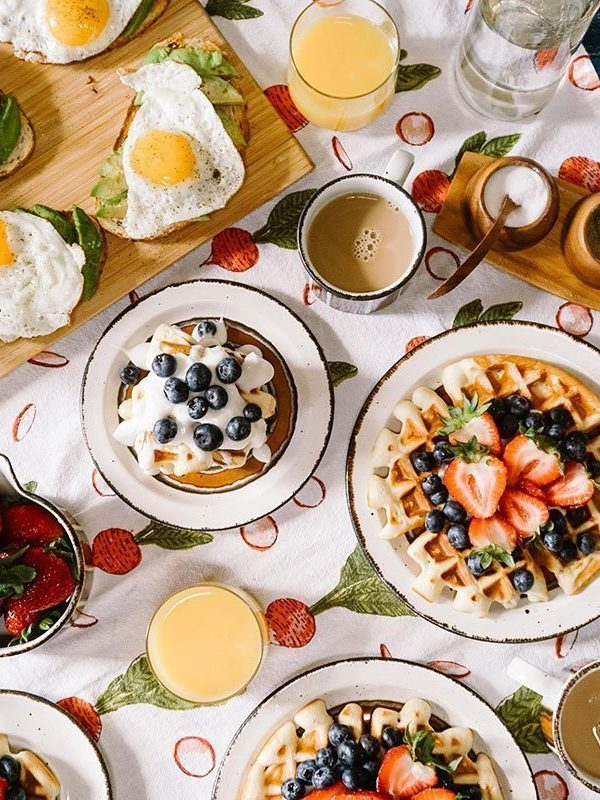 10 Breakfast Ideas for Families On-the-Go This Summer