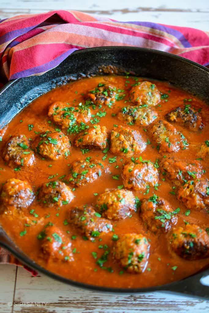 cast iron skillet meatballs in tomato sauce
